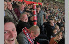 Xem Man United đá, CĐV ngủ quên 'đường đi lối về'