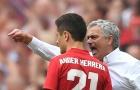Herrera bừng tỉnh nhờ Mourinho... 'sấy tóc' trong phòng thay đồ