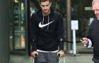 Sau Fred, tân binh Dalot của Man United gây lo lắng vì chụp hình với đôi nạng