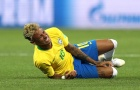 'Ăn no đòn', Neymar liên tục nằm sân
