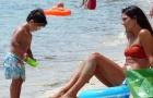 Cô vợ bốc lửa của Arteta đốt nóng bãi biển