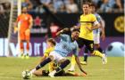 Pep Guardiola 'xanh mặt' khi tân binh Mahrez nằm sân đau đớn ngay trận ra mắt