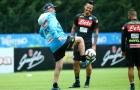 Các sao Napoli chỉ biết cười trước khả năng chơi bóng của Ancelotti