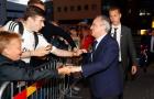 Courtois ký mỏi tay khi Navas lặng lẽ lướt qua CĐV Real Madrid