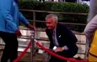 'Chết cười' với phát biểu của Mourinho về sự cố vấp ngã tại Wembley