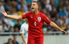 Anh hòa nhạt, đội trưởng Liverpool văng tục với HLV Croatia ngay trên sân