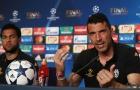Buffon: 'Alves đột kích tôi trong phòng tắm và đòi chức vô địch World Cup'