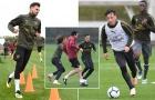 HLV Emery rê bóng điêu luyện khiến các cầu thủ Arsenal lác mắt