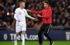 Đến tận giây cuối, Rooney vẫn tỏ ra lịch thiệp với vị khách không mời