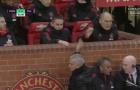 Mourinho hành xử bất ngờ với các trợ lý sau bàn thắng của Lukaku