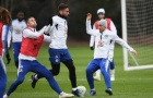 Giroud thể hiện sức mạnh khiến đồng đội phải 'méo mặt'