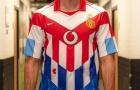 Van Nistelrooy khoe áo '7 đội' siêu chất