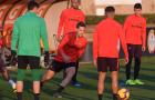 Bị AC Milan bỏ xa, Daniele De Rossi đầy lo âu trên sân tập