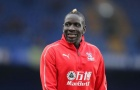 SỐC: Thua trận, sao Palace chống nạng đòi 'selfie' với 3 cầu thủ M.U