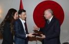 Bất chấp xung đột giữa Đức và Thổ, Ozil vẫn làm một điều gây chú ý
