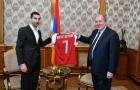 Vì 1 lý do bất ngờ, sao Arsenal được tổng thống Armenia 'triệu hồi' cấp tốc