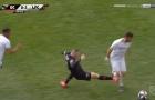 SỐC! Rooney ăn thẻ đỏ vì suýt 'tước đi sự nghiệp' đối thủ