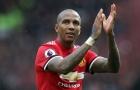 Quá nản Ashley Young, Man Utd mở đàm phán với 'người thay thế'