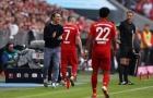 Bayern đăng quang, CĐV 'Hùm xám' có hành động bất ngờ với HLV Kovac