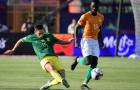 Ra mắt CAN Cup, mục tiêu Man United sút phạt trúng khung gỗ