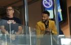 Neymar tươi cười nhìn Brazil đánh bại đội bóng của Messi