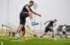 Vắng HLV Sarri, dàn sao Juventus vẫn miệt mài tập luyện