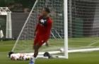 Sao Liverpool 'cà khịa' Arsenal trên sân tập