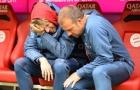 Cay đắng! Không được ra sân, sao Bayern khóc nấc trên ghế dự bị