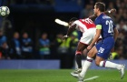 'Rào phòng ngự' 9 người của Chelsea bị xé toang bởi 1 pha tạt bóng