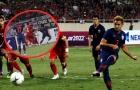 Đây, hành động của Đoàn Văn Hậu khiến trọng tài thổi penalty cho Thái Lan