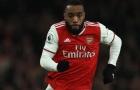 Nguy cho Arsenal, người hùng Lacazette cãi tay đôi với Emery