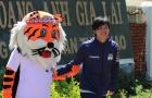Tuấn Anh ôm ghì lấy 'chú Hổ', HAGL sẵn sàng cho diện mạo mới tại V-League 2020