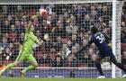 CHOÁNG! Thủ thành Arsenal nhanh như 'điện xẹt', một tay cản bàn thắng mười mươi