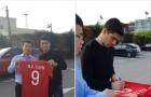 """Nguyễn Văn Toàn nhận quà """"đặc biệt"""" từ sát thủ Luis Suarez"""