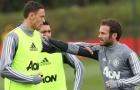 Nhàn rỗi giữa tâm dịch, 2 'anh đại' Man Utd 'bóc phốt' nhau cực mạnh