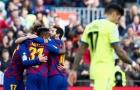 """""""Báu vật"""" của Barcelona đứng giữa ngã tư đường..."""
