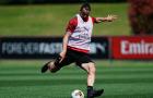 Ibrahimovic để lộ cơ bụng săn chắc trên sân tập của AC Milan