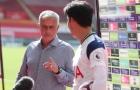 Son Heung-min đang phỏng vấn, Mourinho chen vào nói đúng 1 câu rồi rời đi