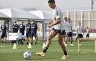 Ronaldo để lộ phụ kiện mới trên sân tập của Juventus