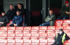 Roy Keane, Paul Scholes nhăn nhó nhìn đội nhà mất điểm phút cuối