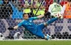 Thủ môn quá siêu nhờ… FIFA làm lơ!