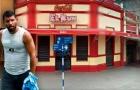 Cửa hiệu lợi dụng Aguero để bán… sandwich