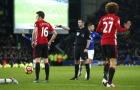 Trọng tài Michael Oliver bắt derby nước Anh, Liverpool mừng, MU lo