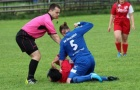 Nữ cầu thủ bị cấm hết đời vì đánh đối phương tàn bạo
