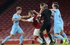 Đánh hai cầu thủ trẻ Man City, Wilshere đối mặt tương lai bất ổn