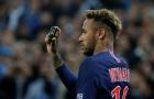 Neymar bức xúc vì bị ném chai nước, lọ thủy tinh vào người