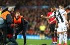 Ronaldo đã làm gì khiến Mourinho phải bật cười ngoài đường pitch?