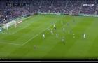 Xử lý không một 'vết gợn', Messi làm cầu trường Camp Nou sửng sốt