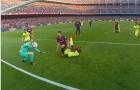 Bão tố nổi dậy, khán đài Camp Nou chìm trong tiếng la ó