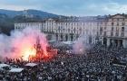Fan Juve đổ ra đường đốt pháo sáng, chung vui cùng nhà ĐKVĐ